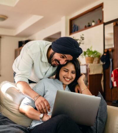 couples purchasing products through online